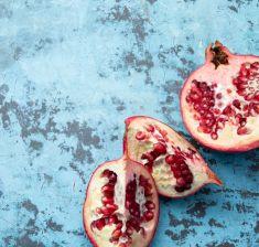 Foodstyling Granatapfel Fotountergrund aqua